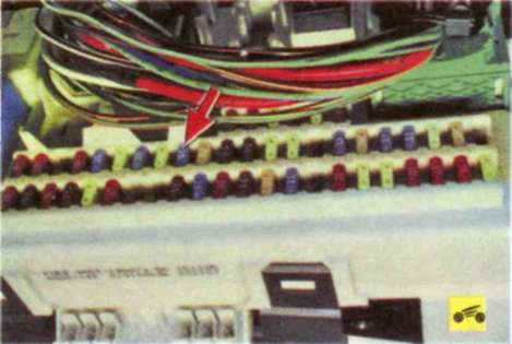 цвет провода бензанасоса на форд фокус 3