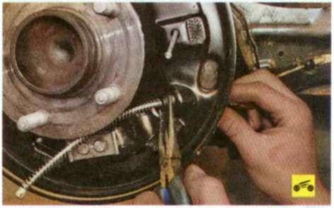 Замена тросика ручника форд focus