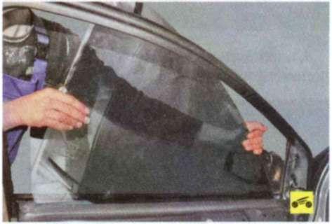 Замена стекла передней двери - Форд Фокус 2