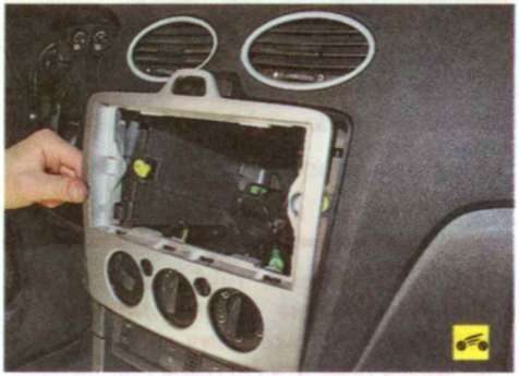 Снятие и установка блока ручного управления микроклиматом - Форд Фокус 2