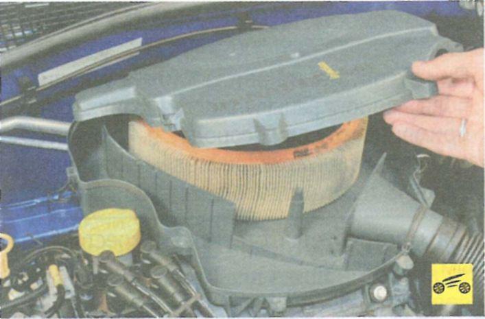 Как заменить воздушный фильтр на рено сандеро 2012