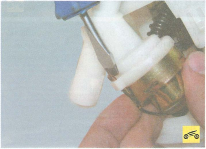 Проверка и замена регулятора давления топлива - Рено логан
