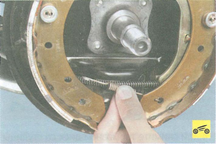 Замена задних пружин логан