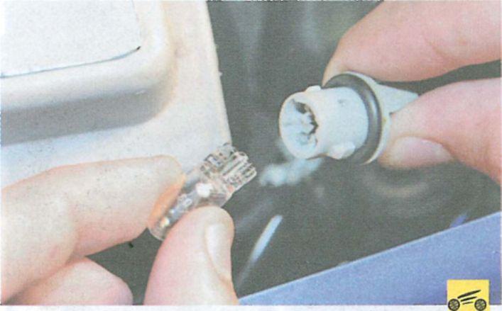 Замена лампы габаритного огня в рено логан