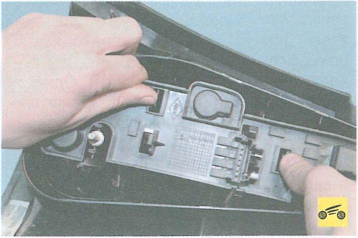 Замена ламп стоп сигналов в рено логан