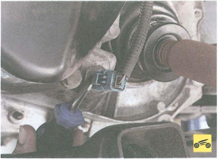 Как заменить датчик заднего хода на рено логан